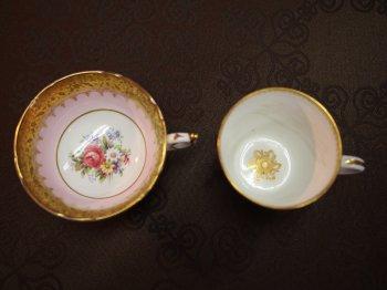 TOPの画像のカップを真上からみたところ。紅茶用のカップとわかる秘密はカップの内側の模様にあります。