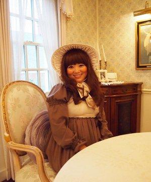 群馬県のアルバート邸へヴィクトリア時代の仮装をして行った時の写真です。