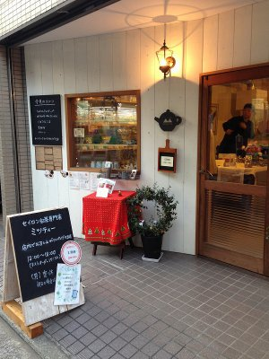 ミツティーはJR石川町駅南口から徒歩1分のところにあります。