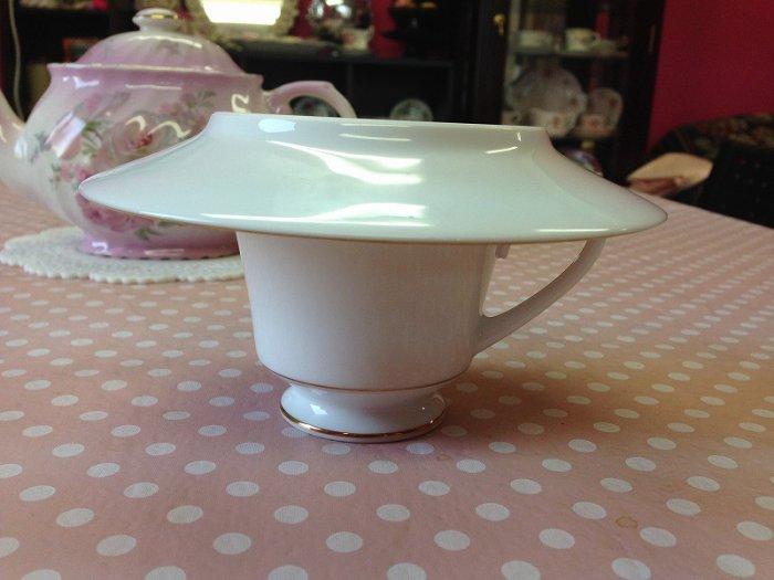 紅茶は蒸らさないとおいしく抽出されませんので、必ず蓋をして蒸らしてください。