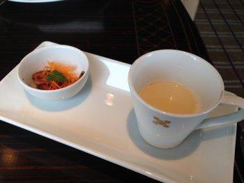 帝国ホテル、アフタヌーンティーメニューのアミューズとスープの写真