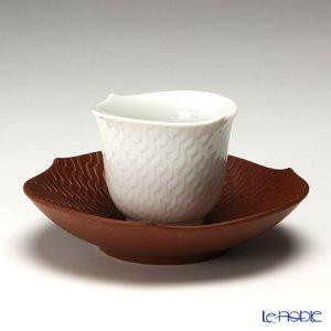 和の雰囲気が漂うマイセン波の戯れ、茶托付きの湯呑。