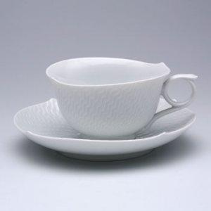 さざ波をイメージしてデザインされた、 マイセン波の戯れのカップ&ソーサー