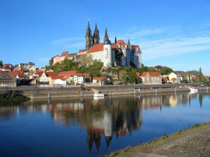 ドイツ東部にあるアルブレヒト城。この城でマイセン磁器は生まれました。