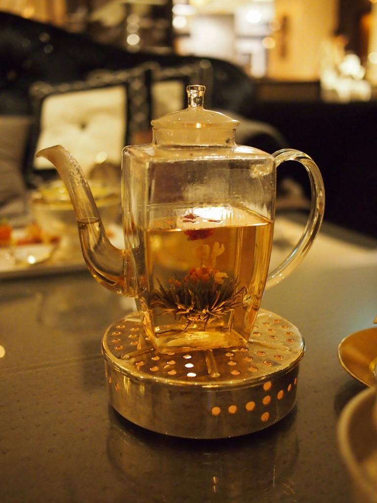 中国の工芸茶はポットサービスでした。