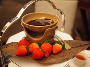 チョコレートウォーマーに火が入っていなかったので、心配してしまいましたが、硬くならないチョコレートでした。