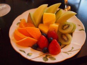 中段はフルーツ。アフタヌーンティーでフルーツがたくさん出てくるととっても嬉しいです。