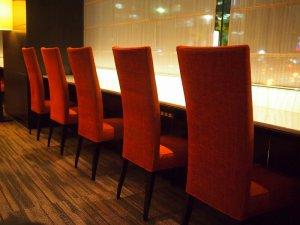 カウンター席があるので一人で来てもよさそう。フリーWi-Fiが完備されており、カウンター席にはコンセントもあります。
