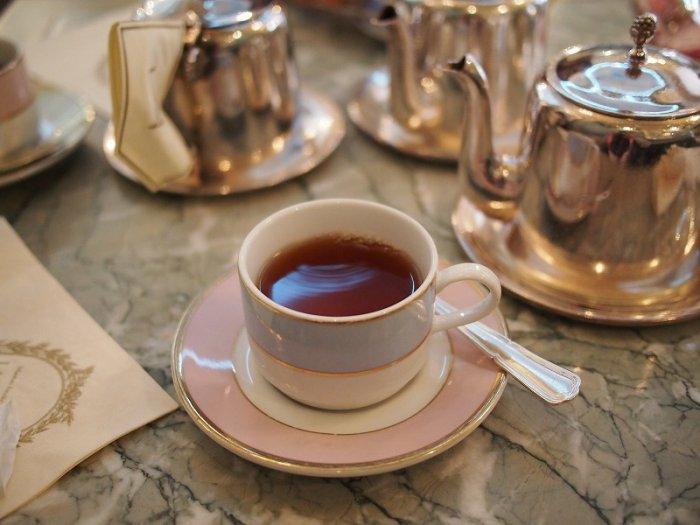 こちらの紅茶は「テ・ユージェニー」中国の紅茶をベースに、チェリー、ラズベリー、グロゼイユ(赤スグリ)、ストロベリーをブレンドしたフレーバーティーです。
