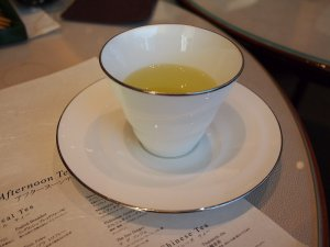 コチラは緑茶の「百年の春」