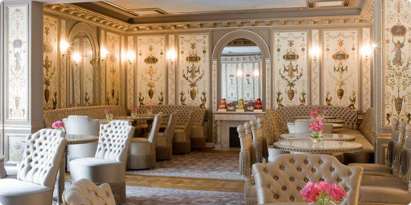 <銀座> 「ラデュレ サロン・ド・テ」 ルイ16世様式の内装が素敵なティーサロン