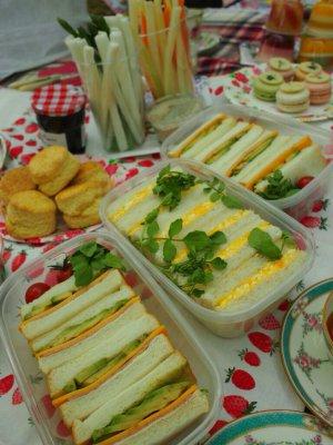 サンドウィッチはお料理上手なYちゃんの手作り。チェダーチーズとアボカドのサンドウィッチがとーっても美味しかったです。