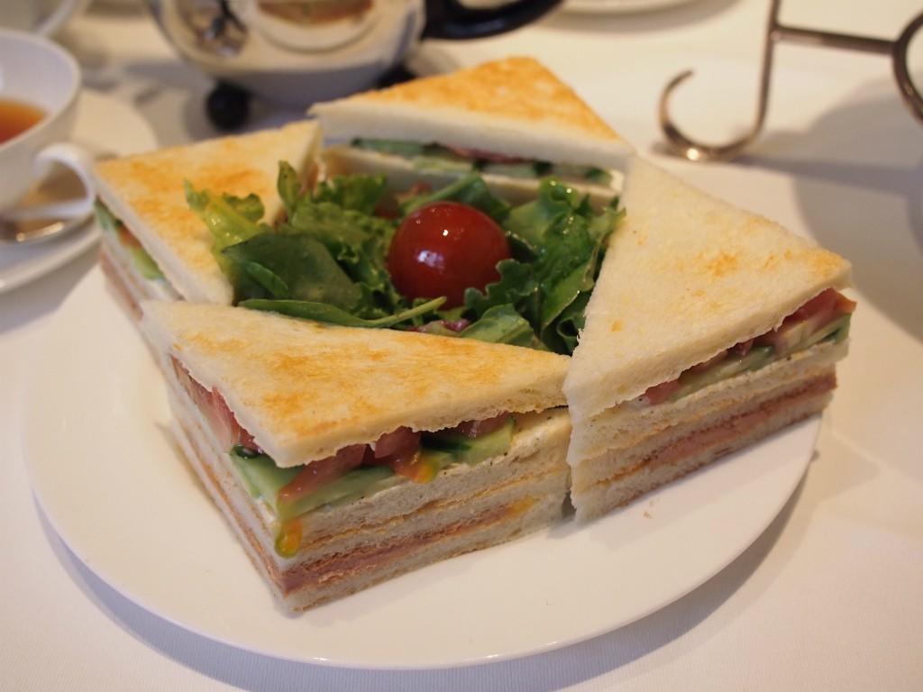 下段のサンドウィッチ。TWGのサンドウィッチはトーストサンド!とても美味しいです。