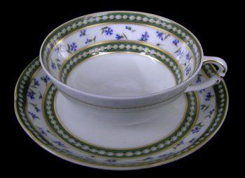 「マリー・アントワネット カップ&ソーサー」こちらは浅いタイプのもの。深いタイプのカップとはイメージが随分変わります。