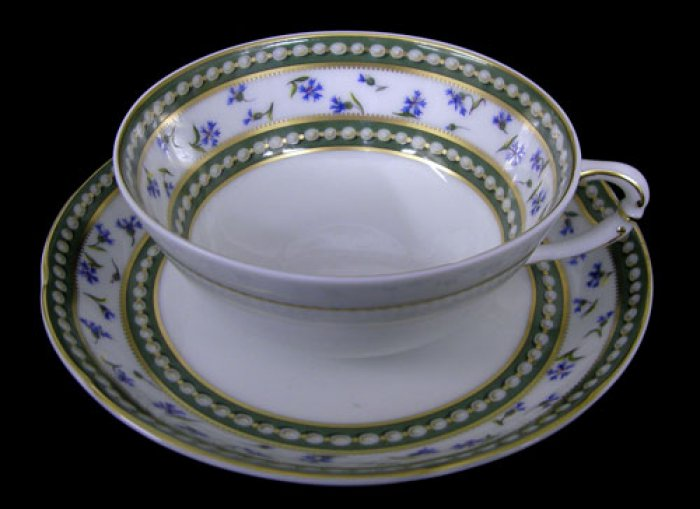 「マリー・アントワネット」カップ&ソーサー。こちらは浅いタイプのもの。深いタイプのカップとはイメージが随分変わります。