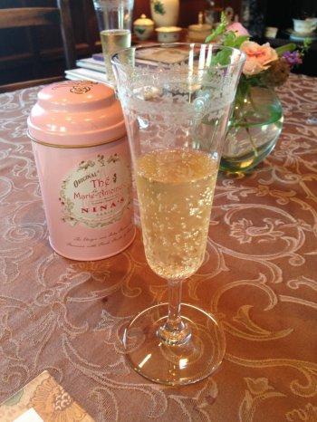 華やかな香りのするnina'sの「マリー・アントワネット」ブレンドはティースカッシュとしていただくのもおすすめ。