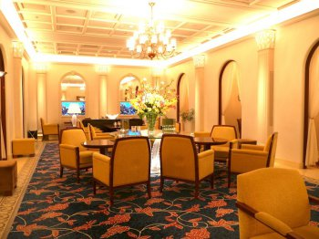 ロイヤルクリスタルカフェの内装。今回は予約していた訳ではありませんが、個室へご案内してもらえました。