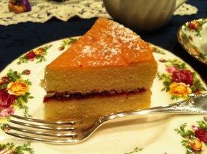ヴィクトリアサンドウィッチケーキ。こちらは紅茶教室の先生の手作りのものです。