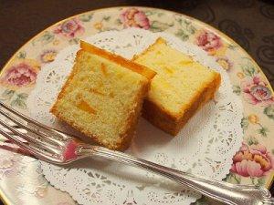 こちらはオレンジのパウンドケーキ。焼き菓子は日持ちするのでとっても便利ですね。