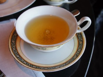 こちらはミスダマン。今回のオリジナルティー。白茶ベースにフルーツのフレーバーを付けたもの。リーフが大きく高級な茶葉を使用していることがうかがえました。ティーフードとの相性は?ですが、とっても美味しいお茶でした。