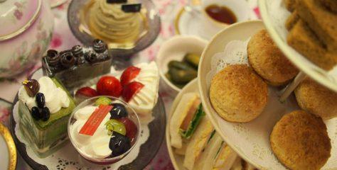 いろいろなケーキと紅茶のマリアージュを試す。ホームアフタヌーンティーパーティー