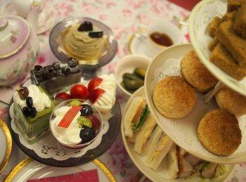 さっぱりとしたブドウのムースと甘さ控えめのショートケーキにはさっぱりした紅茶をあわせました。