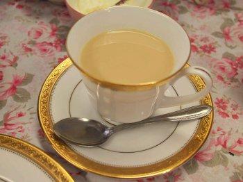 スコーンにはやっぱりミルクティーが合いますよね。こちらはアッサムのミルクティーです。