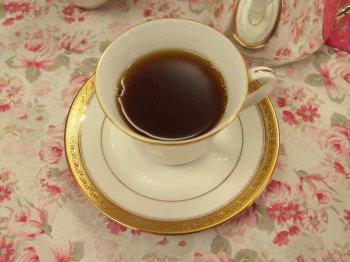 いろいろ悩んだ結果、ディンブラを合わせてみましたが、この抹茶のケーキに紅茶を合わせるのは難しいという結論に。抹茶クリームが濃厚だったので、意外とコーヒーが合うのかもということで、意見が一致しました。