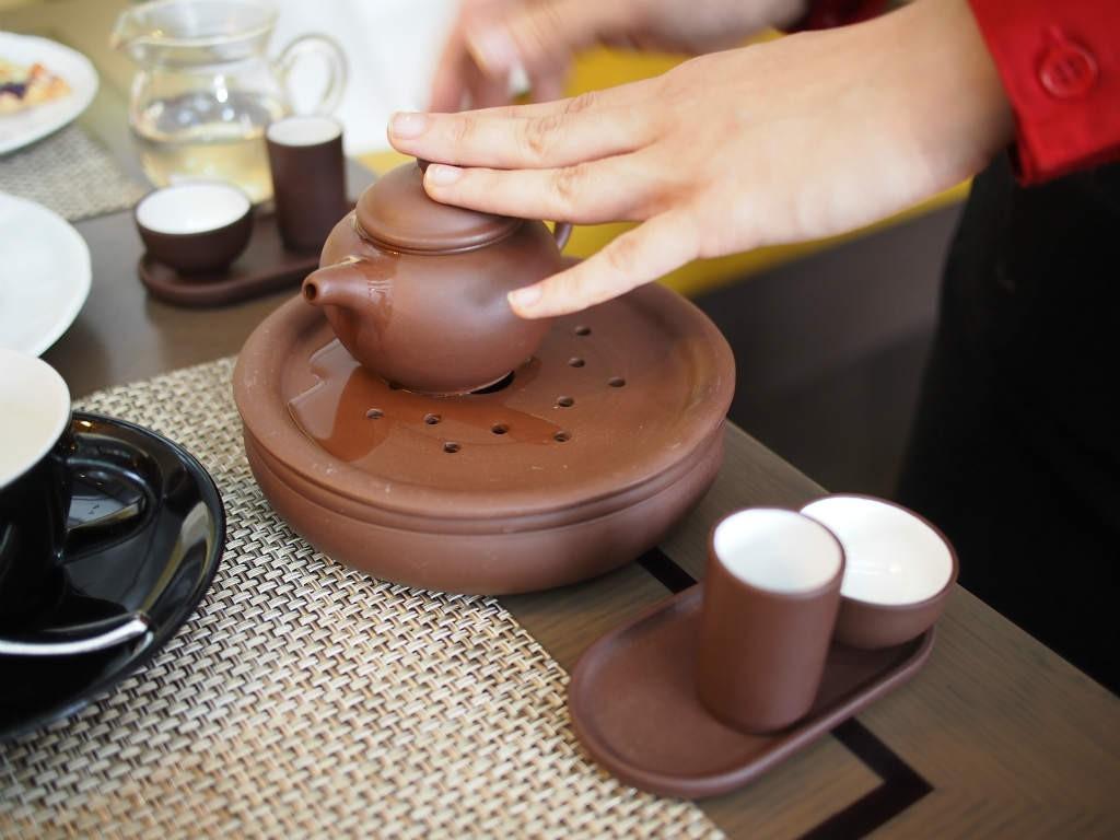 中国茶はお席で淹れてくれました。