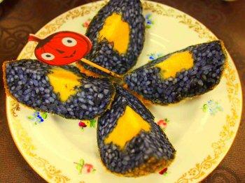 こちらはライスコロッケ。ハロウィンの飾りがついて売っていました。