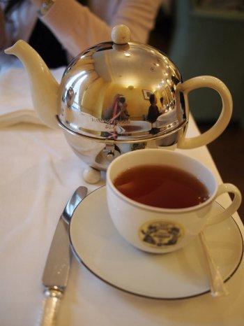 約1リットルも入る大きなティーポットで紅茶を提供してくれます。