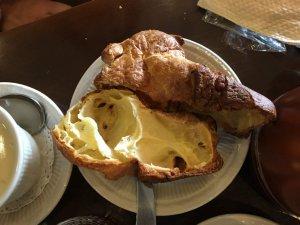 ポップオーバー。ポップオーバーはアメリカニューイングランド地方で食べられているパンです。