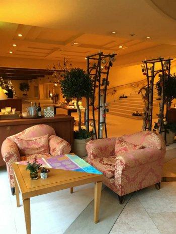軽井沢ホテルブレストンコートのラウンジでもアフタヌーンティーが楽しめます。