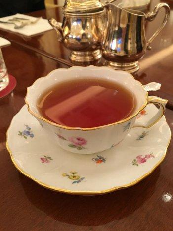 紅茶はカップサービスです。