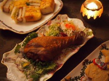 メインディッシュはターキーですよ。近くのスーパーでもターキーが売っていました。日本ではクリスマスにチキンを食べることが多いですが、本場のクリスマスみたいにターキーにしてみました。