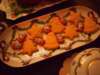 こちらはウォーカーのショートブレッド。成城石井でこんなクリスマス仕様のものが売っていました。サンタさんはベルギー産のチョコレートです。