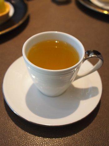 シャングリラ・ピャチェーレ・アフタヌーンティーのほうじ茶