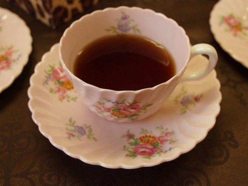 写真のカップは大好きなミントンのカップ&ソーサ「ロゼッタ」