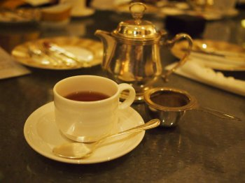 基本はカップサービスですが、私はたくさん紅茶を飲んでしまうので、ポットでお願いしました。この紅茶はディンブラセイロンです。