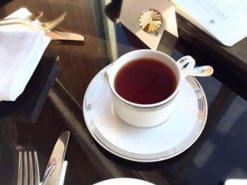 コンラッド東京では紅茶はカップでサーブされます。