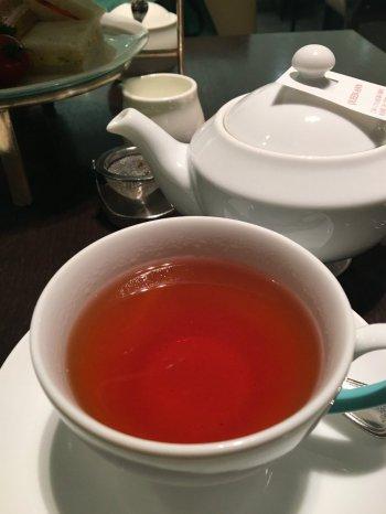 紅茶はアッサムがベースのブレンドティー「クイーン・アン」にしました。