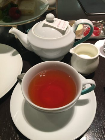 フォートナム&メイソンのイメージカラーが効いた可愛いカップ