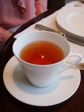 シャングリラアフタヌーンティーの紅茶シングルエステートダージリン