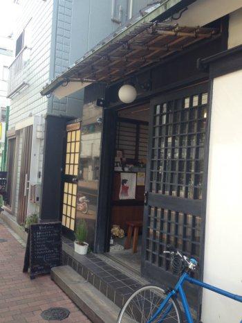 浅草店は浅草寺の北のほうにあります。
