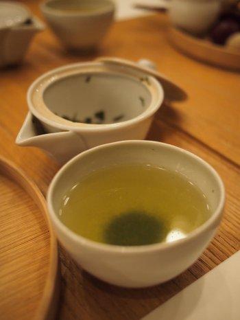 こちらは2杯目にいただいた鹿児島の「さえみどり」というお茶。こちらは期間限定のお茶でした。