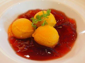 こちらはマンゴーソルベ&ハイビスカスジュレ。マンゴーの味がしっかりしていて美味しかったです。
