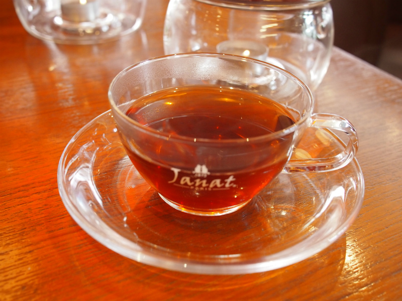 こちらは「オダス」中国茶にブラッドオレンジの香りをつけた甘酸っぱいブレンド。