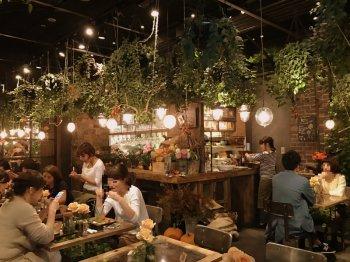 AOYAMA FLOWER MARKET TEA HOUSE赤坂Bizタワー店の店内の様子