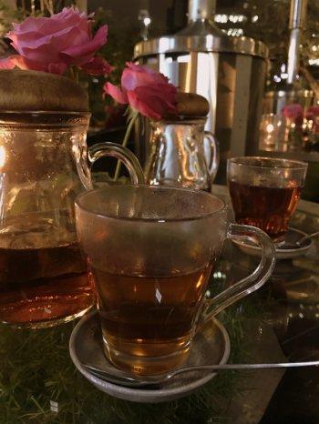 こちらはバラの紅茶