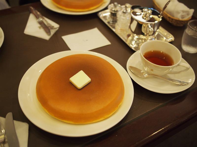 ホットケーキはとっても大きいです。1枚で十分満足できます!